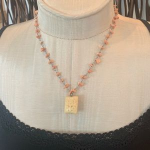 Ann Taylor Loft Salmon and Cream necklace